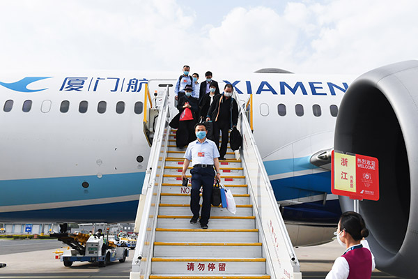 浙江代表团抵达北京,出席即将召开的十三届全国人大三次会议