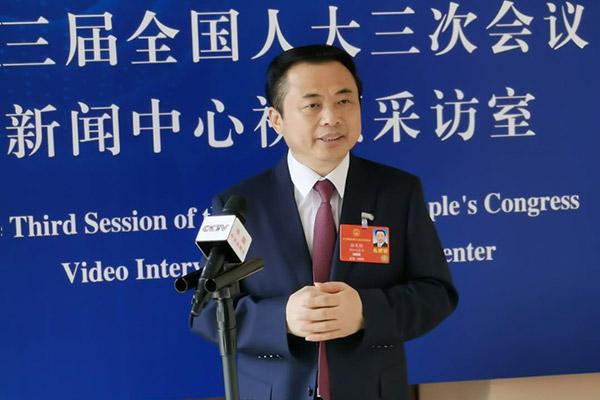 全国人大代表、德赢vwin手机客户端集团董事长张天任接受央视采访