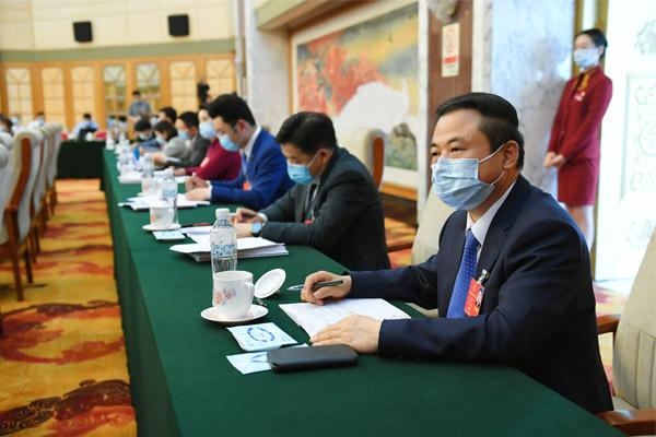 张天任代表在审议《政府工作报告》